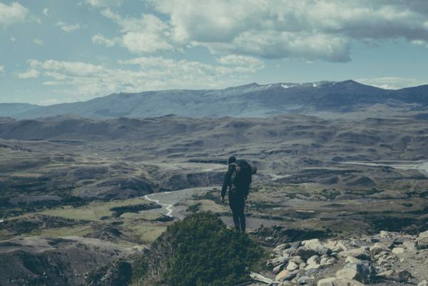 Photographie de Joe Mania pendant son expédition au Chili